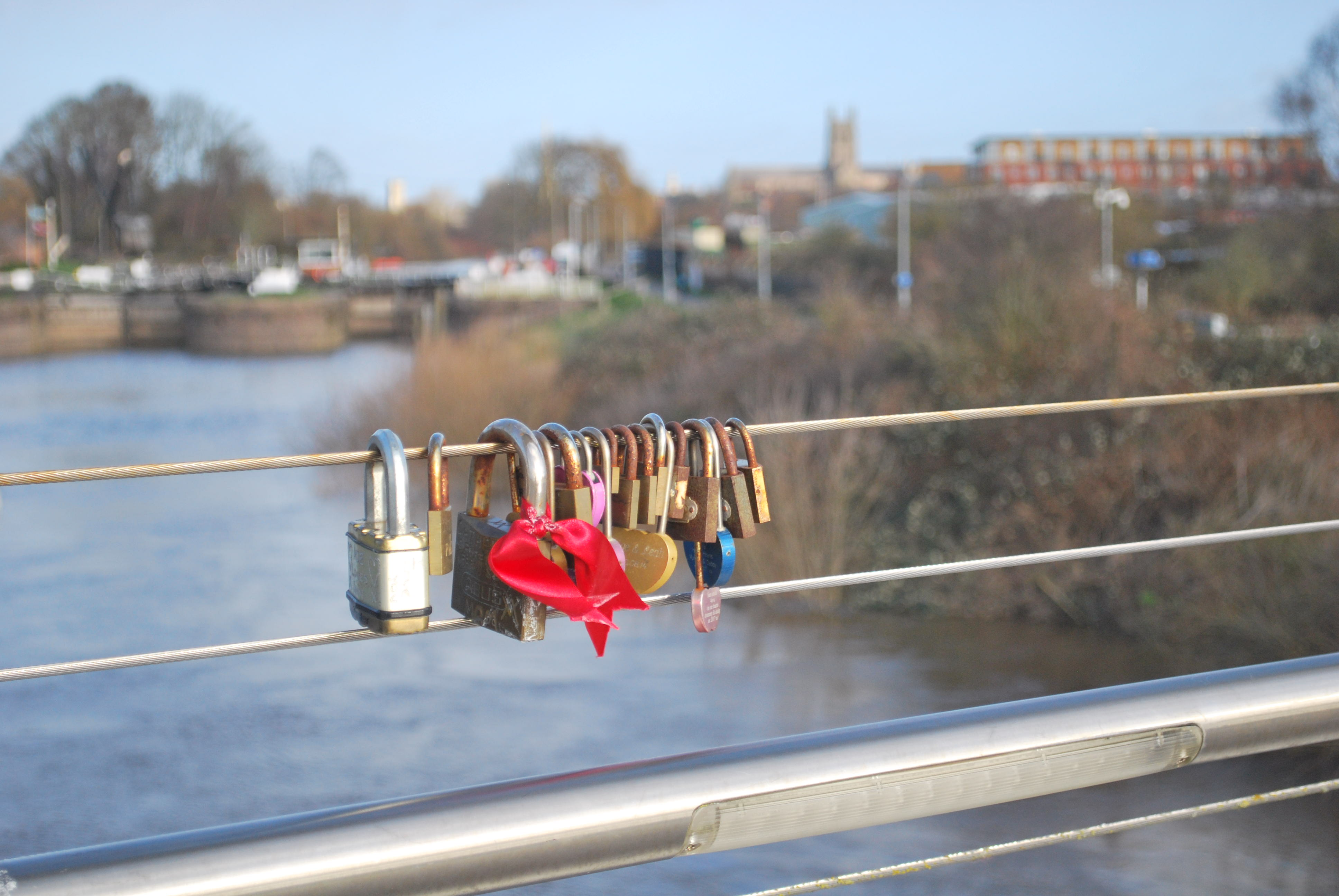 Padlocks rusting on Diglis Bridge