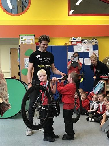 Ben Manfield-Yorke from Morvelo Basso and Beth Crumpton from Storey Racing talk to local schoolchildren about the Redditch Tour Series