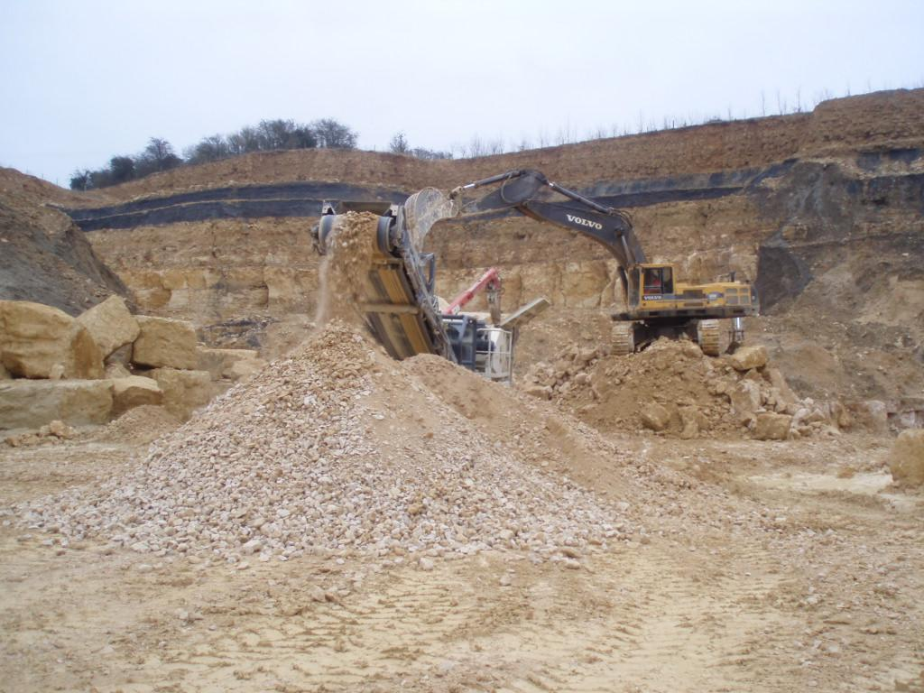 Processing crushed rock at Fish Hill Quarry
